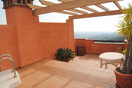 La Mairena, Elviria Alta. Two bedroom penthouse with large roof terrace for sun all day