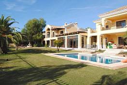 Breathtaking villa built to high standards situated in the Golden Mile