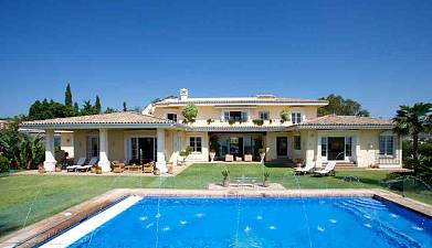 Magnificent villa located  in Nueva Andalucia, enjoying panoramic views over the golf courses, mountain, sea, Gibraltar and Africa
